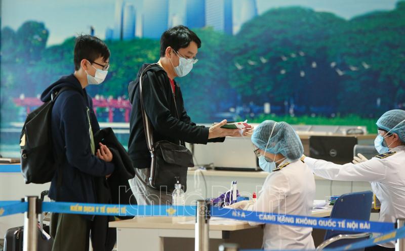 Khai báo y tế tại nhà trước khi ra sân bay để tiết kiệm thời gian check in. Ảnh: sưu tầm.